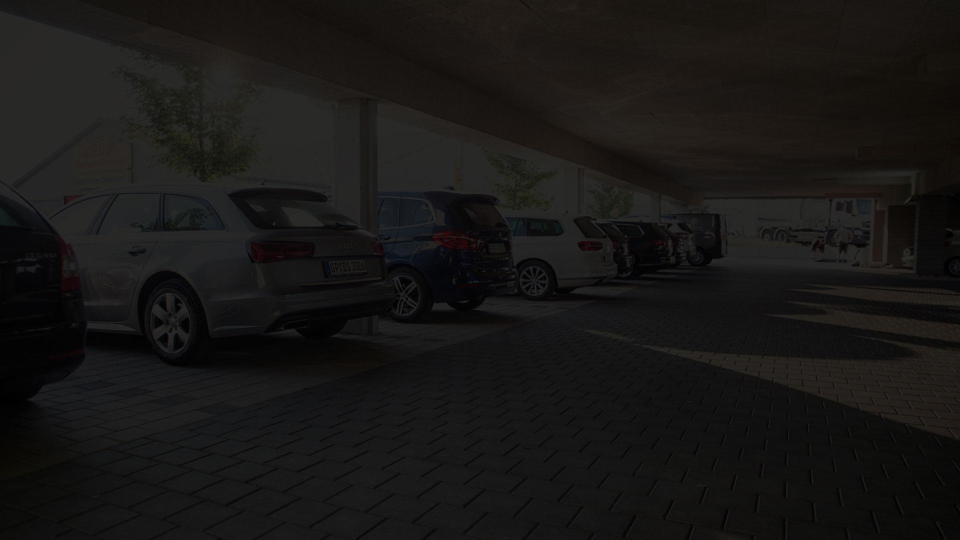 Kostenlose Parkplätze, zum Teil überdacht, für die Gäste des Alb inn