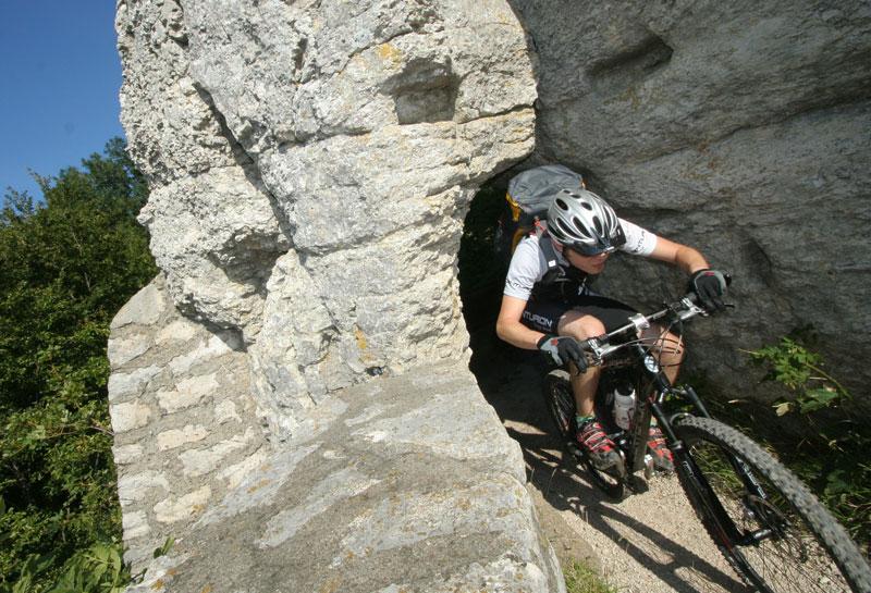 Die Schwäbische Alb, besonders der Albtrauf, gilt bei Kennern schon lange als attraktives Mountainbike-Revier.